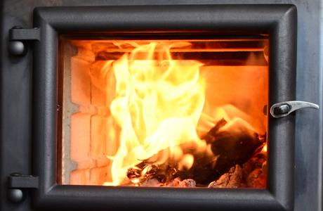 40cmまでの薪が入る炉室