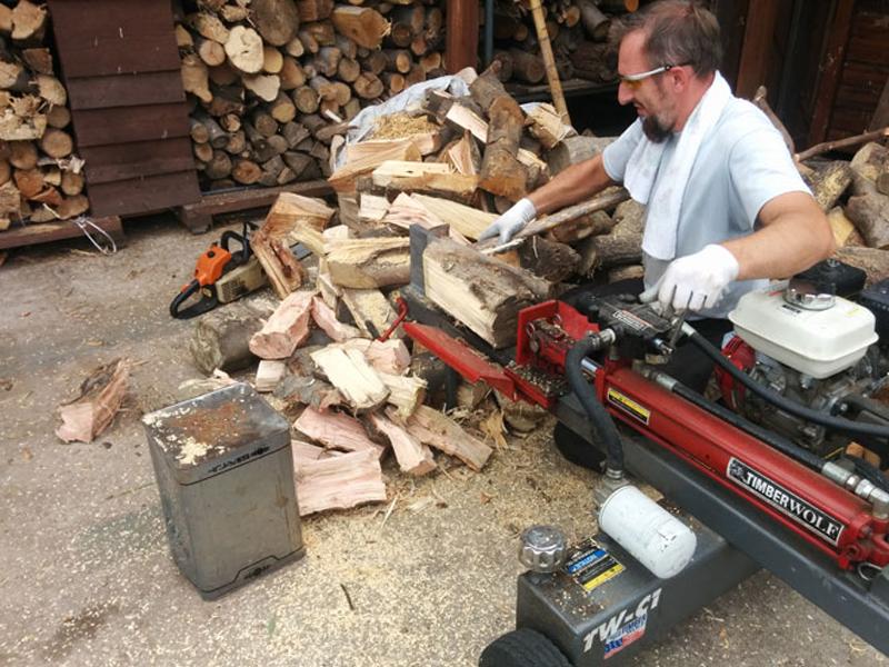 薪割り作業1