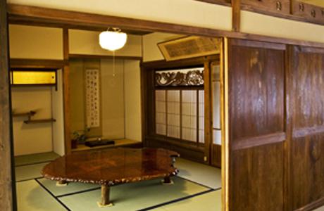 歴史ある寺院にマッチした英国風ダイニングキッチン11